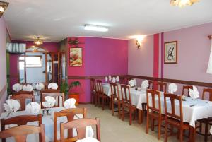 A restaurant or other place to eat at Antsirabe Hotel
