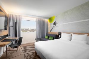 Łóżko lub łóżka w pokoju w obiekcie Novotel Warszawa Centrum