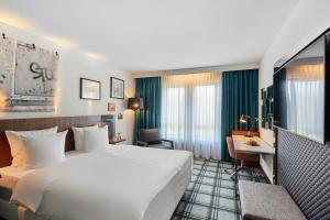 A bed or beds in a room at Radisson Blu Hotel Karlsruhe