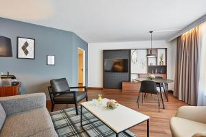 A seating area at Radisson Blu Hotel Karlsruhe