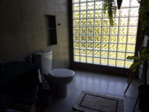A bathroom at Eco Olinda B&B