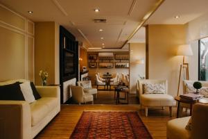 Uma área de estar em After Hotel Montevideo