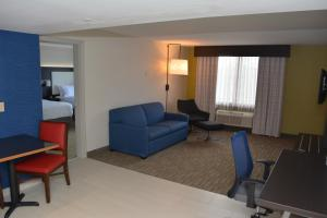 A seating area at Holiday Inn Express & Suites Waterville - North, an IHG hotel