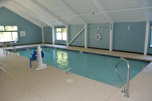 The swimming pool at or near Holiday Inn Express & Suites Waterville - North, an IHG hotel