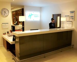 The lobby or reception area at Holiday Inn Express Wakefield