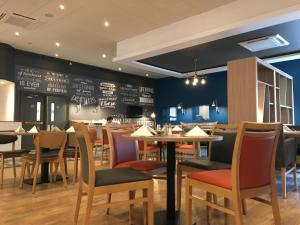 A restaurant or other place to eat at Holiday Inn Norwich North