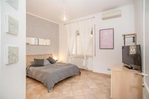 Télévision ou salle de divertissement dans l'établissement Rome All In Apartments