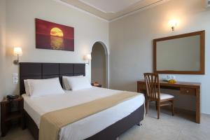 A bed or beds in a room at Hotel Kaiser Bridge