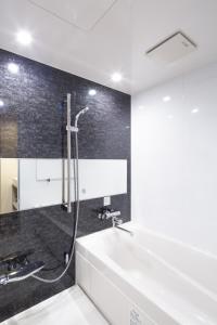 A bathroom at Sakura Cross Hotel Tokyo Kayabacho