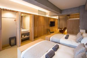 A bed or beds in a room at Sakura Cross Hotel Tokyo Kayabacho