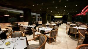 A restaurant or other place to eat at Holiday Inn Rosario