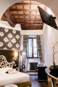 A bed or beds in a room at Locanda Del Sole