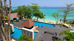 A view of the pool at Holiday Inn Resort Phi Phi Island or nearby