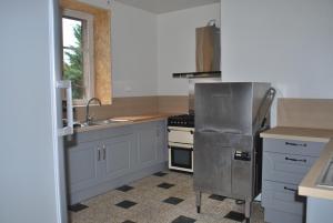 A kitchen or kitchenette at Gite de la Gare