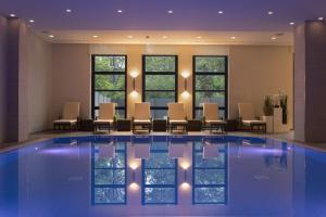 The swimming pool at or near Maritim Hotel Bonn