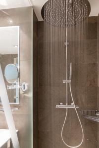 A bathroom at ARTIEM Asturias