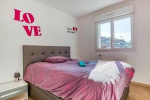 Un ou plusieurs lits dans un hébergement de l'établissement Cosy Geneva