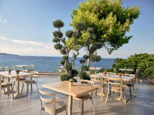A restaurant or other place to eat at Ionian Hill Hotel