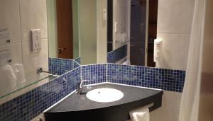 A bathroom at Holiday Inn Express London - Epsom Downs