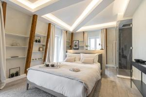 A bed or beds in a room at Le Dortoir Multi Storey Luxury Suites