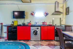 A kitchen or kitchenette at Salomes Apartment Tuti