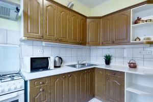 A kitchen or kitchenette at Apartments CENTER on Lesi Ukraiinky blvd 8-TWO SEPARATE BEDROOMS