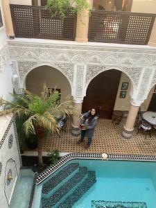 Ein Blick auf den Pool von der Unterkunft Riad Abaka by Ghali oder aus der Nähe