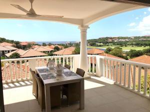 Uma varanda ou terraço em Apt40 with Nice Seaview at BlueBay