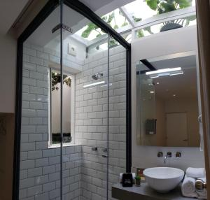A bathroom at IFE B&B - Inka Frog Exclusive