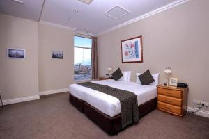 A bed or beds in a room at Flinders Landing Apartments