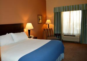 A bed or beds in a room at Holiday Inn Express Hotel & Suites Tucson