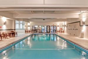 The swimming pool at or close to Holiday Inn Express Kamloops