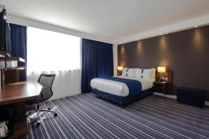 A bed or beds in a room at Holiday Inn Express Wakefield