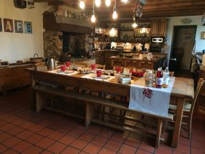 A restaurant or other place to eat at Chambres D'hotes De La Mure