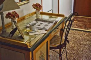 A kitchen or kitchenette at Hotel Victoria