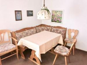 Ein Restaurant oder anderes Speiselokal in der Unterkunft Hotel Recke