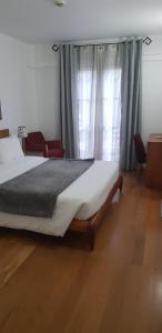 A bed or beds in a room at Apartamentos Turisticos Avenue Park