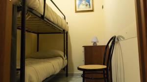 Letto o letti a castello in una camera di Il Normanno B&B