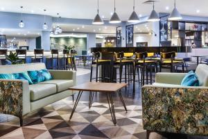 A restaurant or other place to eat at Delta Hotels by Marriott Milton Keynes