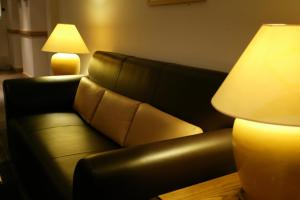 A seating area at Holiday Inn Leeds-Wakefield M1 Jct40