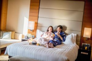 A family staying at InterContinental Hotel Osaka