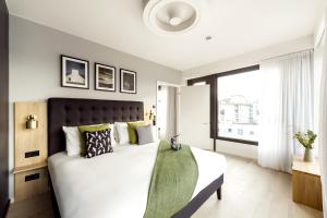 A bed or beds in a room at Wilde Aparthotels by Staycity, Berlin, Checkpoint Charlie