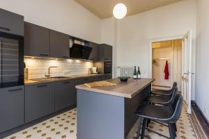Küche/Küchenzeile in der Unterkunft FEWO Taubenhaus EG Weingut CA-Haussmann