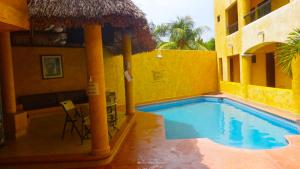 The swimming pool at or near Villas La Lupita
