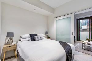 A bed or beds in a room at Super convenient pad with resort-style extras