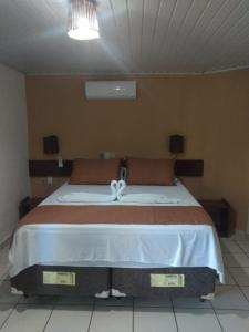 Cama ou camas em um quarto em Hotel Praia do Encanto