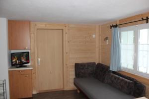 Ein Sitzbereich in der Unterkunft Chalet Good