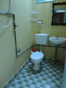 A bathroom at Cheers Chalet