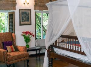 A bed or beds in a room at Le Colonial 1506 - Exclusive Luxury Hideaway