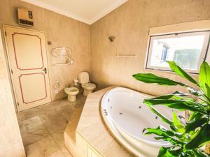 Uma casa de banho em Quinta das Oliveiras